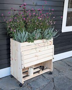 Greenbox Elevated Wood Planter Box   Gardeners.com