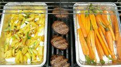 Aardappeltjes met kruiden en bosui, burgers, geglaceerde bospeen