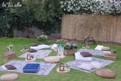 Chill_out_boho_chic_alquiler_boda_las_tres_sillas Picnic Blanket, Outdoor Blanket, Outdoor Furniture Sets, Outdoor Decor, Down Hairstyles, Fairy Lights, Flower Crown, Wild Flowers, Boho Chic