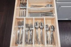 If digging through your kitchen drawers to grab the right utensil is a daily struggle, then you will love these homemade drawer dividers. Rather than carelessly stuffing your utensils in drawers, make these Budget Friendly DIY Drawer Organizers! Wooden Drawer Organizer, Drawer Inserts, Kitchen Drawer Organization, Kitchen Drawers, Drawer Organisers, Kitchen Pantry, Kitchen Organization, Diy Kitchen, Kitchen Storage