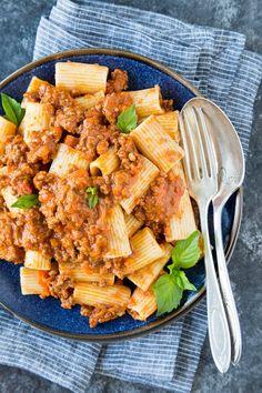 Crockpot Bolognese Sauce Healthy Italian Recipes, Healthy Crockpot Recipes, Slow Cooker Recipes, Bolognese Sauce, Crock Pot Soup, Ground Beef, Marzano, Pasta Spaghetti, Spaghetti Squash