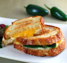 jalapeno popper grilled cheese sandwich Vegan Jalapeno Poppers, Jalapeno Grill, Jalapeno Pepper, Jalapeno Cheese, Soup And Sandwich, Sandwich Recipes, Sandwich Cream, Grilled Sandwich, Grilled Roast