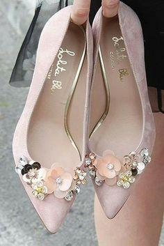 19b496efb1 SAPATILHAS Lindas sapatilhas para inspiração.  sapatilhas  sapatos  fofa   delicada  menininha