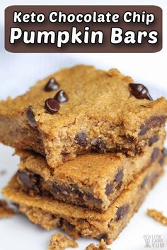 Easy to make low carb gluten free pumpkin bars with chocolate chips that have no sugar added. They're so good even the kids love them. #glutenfree #lowcarb #keto #lowcarbdesserts #ketodesserts #lowcarbrecipes #ketorecipes #weightwatchers #Atkins #pumpkin #pumpkinbars | LowCarbYum.com Chocolate Chip Bars, Pumpkin Chocolate Chips, Chocolate Chip Recipes, Keto Chocolate Chips, Low Carb Sweets, Low Carb Desserts, Low Carb Recipes, Healthy Desserts, Paleo Recipes