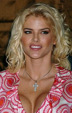 Anna Nicole Smith - In Red And White 0004.jpg;  864 x 1350 (@50%)