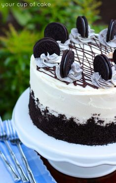 Cake with cookies and cream filling!, Oreo Cake with cookies and cream filling!, Oreo Cake with cookies and cream filling! Oreo Cake Recipes, Baking Recipes, Dessert Recipes, Oreo Cake Filling Recipe, Vanilla Oreo Cake Recipe, Dessert Oreo, Oreo Desserts, Plated Desserts, Oreo Cupcakes