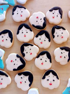 otafuku cookies - looks like they used a strawberry shape cookie cutter Japanese Cookies, Japanese Pastries, Japanese Sweets, Cute Cookies, Sugar Cookies, Iced Biscuits, Cookie Time, Food Humor, Kawaii
