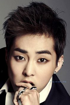 Xiumin's makeup tho... (i can't even put eyeliner on)