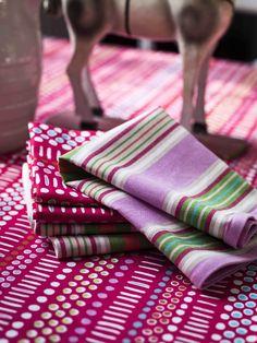 Herbst / Winter 2013 - Das farbstärkste Programm dieses Winters besteht aus klassischen Streifen und fröhlichen Punkten. Das Material ist durchgehend Öko-Baumwolle!