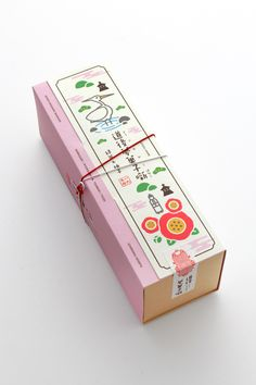 Japanese cookie packagingYou can find Japanese packaging and more on our website. Baking Packaging, Dessert Packaging, Tea Packaging, Food Packaging Design, Pretty Packaging, Packaging Design Inspiration, Brand Packaging, Bottle Packaging, Japanese Packaging