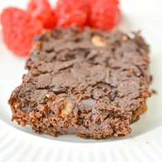 This keto avocado brownie recipe is sugar-free, full of fiber, and easy to make. I love the fudgy texture, and the moist chocolate center is fantastic. If you've never tried avocado brownies, now's the time! Celiac Recipes, Ketogenic Recipes, Keto Recipes, Best Low Carb Recipes, Best Gluten Free Recipes, Chicken Carbonara Recipe, Avocado Brownies, Keto Avocado, Atkins Recipes