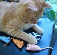 2000 Free Amigurumi Patterns: My Cat's Favorite Mouse