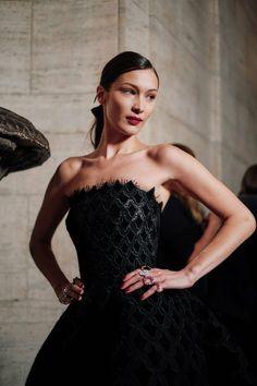 60d792251c Bella Gigi Hadid, Bella Hadid Style, Isabella Hadid, Dress Makeup,  Mannequins,