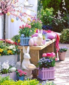 Easter in pastel colors decorations outdoor spring garden Outside Birthday Parties, Outside Halloween Decorations, Easter Flower Arrangements, Easter Garden, Spring Garden, Decoration Vitrine, Summer Christmas, Diy Ostern, Easter Table