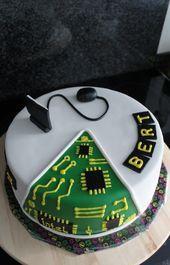 computer cake – Sweet World Ideas Fondant Cakes, Cupcake Cakes, Engineering Cake, Computer Cake, Science Cake, Dad Cake, Birthday Cakes For Teens, Cake Shapes, Novelty Cakes