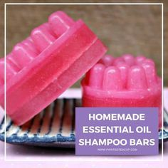 Homemade Shampoo Bars with Essential Oils Making your own shampoo bars helps to cut down on plastic plus you are using real all natural ingredients! Add essential oils for even more benefits! Diy Shampoo, Homemade Shampoo, Shampoo Bar, Homemade Conditioner, Homemade Products, Best Beauty Tips, Beauty Care, Diy Beauty, Beauty Skin