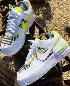 Check out Crepped for the best customs, sneakers and shoes 👀 Custom Nike (Air Force hand painted customs by the best designers. Jordan Shoes Girls, Girls Shoes, Sneakers Fashion, Fashion Shoes, Men Fashion, Sneaker Outfits Women, Nike Outfits, Louis Vuitton Shoes Sneakers, Nike Shoes Air Force