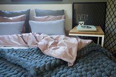 sesja zdjęciowa   toto design Plaid, Bed, Home, Design, Gingham, Stream Bed, Ad Home, Homes, Tartan