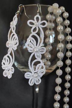 Occhi earrings, tatting, Frivolite earrings, Bridal jewelry, wedding by Schrejderiha on Etsy https://www.etsy.com/listing/210957033/occhi-earrings-tatting-frivolite