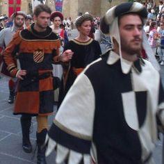 Medieval Parade Popular Culture, Anthropology, Folklore, Medieval, Dresses, Fashion, Vestidos, Moda, Anthropologie
