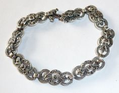 Antique silver bracelet from the Art Deco era around 1920-30. The bracelet's 8 links are made of 925 silver.