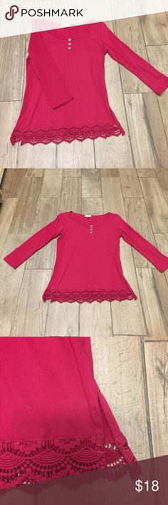 Charming Charlie's 3/4 Sleeve Top Charming Charlie's 3/4 Sleeve Top❤️ Size small❤️ Good condition❤️ Beautiful❤️ Charming Charlie Tops Tees - Long Sleeve