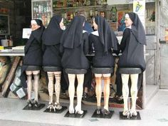Nuns sitting on bar stools, the legs are the best. Surreal real life photo art humour for Sunday giggles , bet they knew what they would look like to when they sat down, for good ladies , sisters always seem to have a very wicked sense of humour Humor Satirico, Mannequin Legs, Whatsapp Videos, Santa Teresa, Belle Photo, Make You Smile, Funny Photos, Silly Photos, Funniest Pictures
