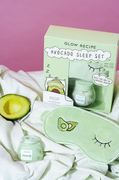 Wrap dry, tired skin in a blanket of softness with the new Avocado Melt Sleeping Mask and a cozy, soft green eye mask to match. The Avocado Mel… in 2020 Skin Care Masks, Face Skin Care, Diy Skin Care, Skin Care Tips, Skin Tips, Beauty Care, Beauty Skin, Beauty Tips, Face Beauty