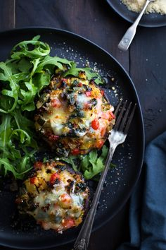 This may be the most delicious Vegetable Stuffed Portabella Mushrooms recipe! Healthy, easy and incredibly tasty! A Taste Love This may be the most delicious Vegetable Stuffed Portabella Mushrooms recipe! Healthy, easy and incredibly tasty! A Taste Love Vegetarian Dishes Healthy, Vegan Meals, Vegetarian Lunch, Vegetarian Italian, Cooking Recipes, Healthy Recipes, Healthy Mushroom Recipes, Vegetarian, Mushrooms