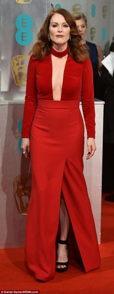 Julianne Moore looked way younger than her years in her thigh-split dress - she is ...
