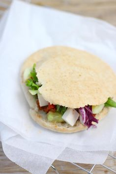 Griekse pitabroodjes met gehakt Pita Pockets, Cooking Recipes, Healthy Recipes, Greek Recipes, High Tea, Smoothies, Nom Nom, Foodies, Sandwiches