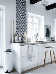 Ik ben niet de enige met een zwak voor beton. De laatste tijd staat Pinterest vol met beelden van keukens én beton. Genoeg inspiratie te vinden dus. Zijn jullie net zo verliefd als ik? Het moment is daar! Deze week krijgen we de sleutel van ons droomhuis, of eigenlijk moet ik zeggen bíjna droomhuis, want…