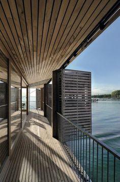 brise soleil accordéon, jolie terrasse au-dessus de l'eau
