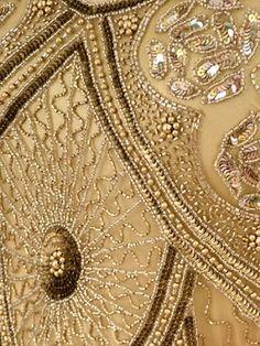 Un textile un jour: robe perlée d'or Vintage