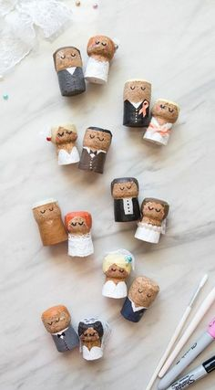 These DIY champagne cork bride and groom keepsakes are the BEST thing ever! These DIY champagne cork bride and groom keepsakes are the BEST thing ever! These DIY champagne cork bride and groom keepsakes are the BEST thing ever! Wine Cork Crafts, Wine Bottle Crafts, Wine Cork Art, Champagne Corks, Champagne Cork Crafts, Bouchon Champagne, Wedding Champagne, Crafts For Kids, Diy Crafts