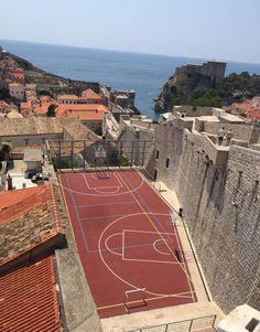 Aménagement du terrain de basket