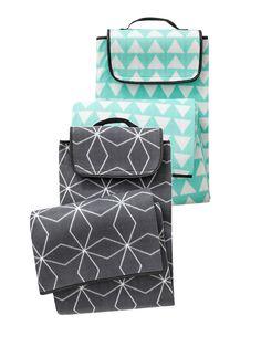 HEMA buiten. Lekker groot picknick plaid van fleece stof met grafisch design. Verkrijgbaar in twee varianten.