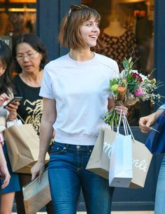 Mary Elizabeth Winstead going to The Grove with friend - http://celebs-life.com/?p=85239