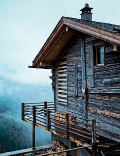 my scandinavian home: A chalet in the Swiss Alps Cabin Homes, Log Homes, Ideas De Cabina, Swiss Chalet, Swiss Alps, Cabins And Cottages, Log Cabins, Cozy Cabin, Winter Cabin