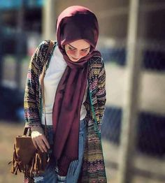 Image may contain: 1 person Modesty Fashion, Abaya Fashion, Muslim Fashion, Chic Outfits, Fashion Outfits, Womens Fashion, Modern Hijab, Hijab Style, Modest Wear
