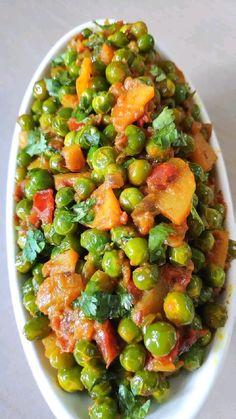 Healthy Potato Recipes, Healthy Indian Recipes, Tasty Vegetarian Recipes, Spicy Recipes, Indian Vegetable Recipes, Indian Vegetable Curry, Puri Recipes, Korma, Green Peas