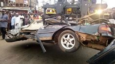 A man dead and a Car crushed as a Fuel tanker fails on control (photos )