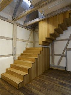 Professionals in staircase design, construction and stairs installation. In addition EeStairs offers design services on stairs and balustrades. Timber Stair, Wood Stairs, House Stairs, Stair Steps, Stair Railing, Architecture Details, Interior Architecture, Interior Design, Stair Detail