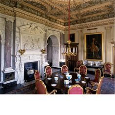century Neoclassical style dining room in the Syon House Brentford, Middlesex, England. Country Estate, Country Life, Houghton Hall, English Architecture, English Castles, Classic Interior, Life Pictures, Middlesex England, Neoclassical