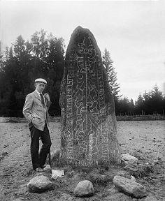 Rune stone, Badelunda, Västmanland, Sweden | by Swedish National Heritage Board