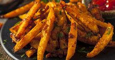 Welcome to my Whole 30 Oil Free Pumpkin French Fries recipe. A delicious alternative to white potatoes and perfect for a whole range of diets and healthy… Air Fryer Recipes Gluten Free, Healthy Recipes, Burger Laden, French Fries Recipe, Sprouts With Bacon, Roast Pumpkin, Paleo, Favorite Recipes, Curry
