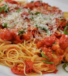 We hear a lot about Carbs; good Carbs, bad Carbs, low Carb, no Carb. But what is a Carb? Too many people avoid Carbs, or think they're avoiding Carbs but don't really know what a Carb is. Easy Pasta Recipes, Diet Recipes, Cooking Recipes, Cooking Tips, Quick Weeknight Meals, Easy Meals, Good Diet For Diabetics, What Are Carbs, Good Carbs