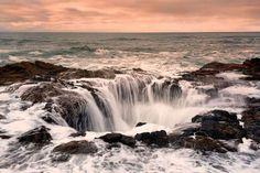 See Thor's Well (Cape Perpetua, Oregon) Beautiful Photos Of Nature, Nature Photos, Beautiful Places, Amazing Places, Amazing Nature, Thors Well Oregon, Places Around The World, Around The Worlds, F 16