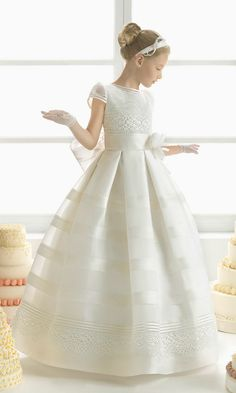 Explore the Rosa Clará First Communion and bridesmaid dresses. Girls Pageant Dresses, Gowns For Girls, Pageant Gowns, Ball Dresses, Ball Gowns, Flower Girl Dresses, Dresses Short, Party Dresses, Flower Girls
