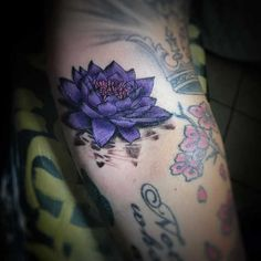 Lotus tatuering: Betydelse, design, historia och foton Watercolor Tattoo, Buddha, Tattoos, Design, Art, History, Art Background, Tatuajes, Tattoo